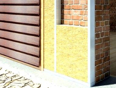 сайдинг покрывает минвату на кирпичной стене