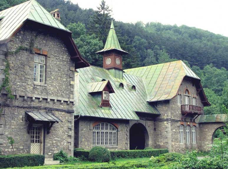 Старинный особняк в стиле Тюдор
