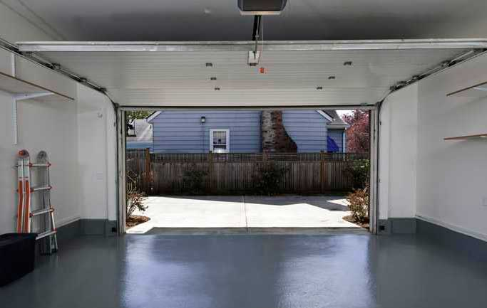 гараж на монолитном бетонном фундаменте