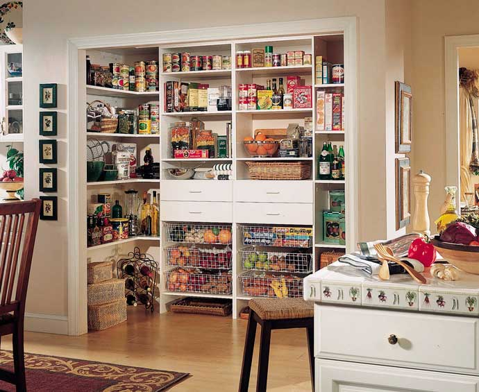 организация кладовой на кухне в квартире