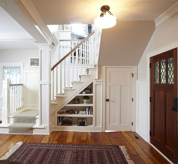 кладовка в доме под лестницей