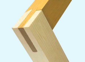 Угловое соединение рамы с помощью пазов и шипов