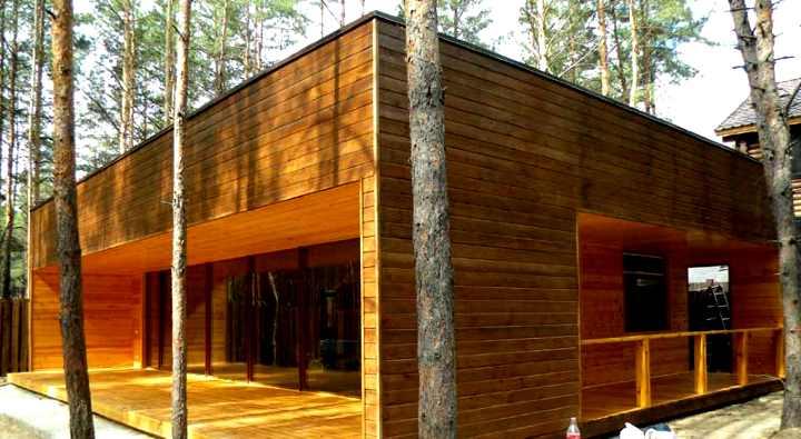 Каркасный дом с сайдинг-фасадом под дерево