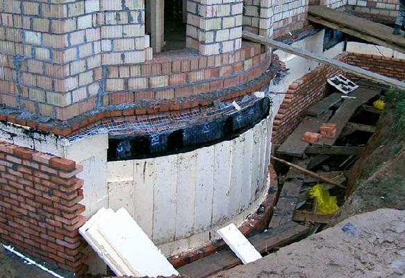 Устройство противонапорной изоляции от грунтовых вод
