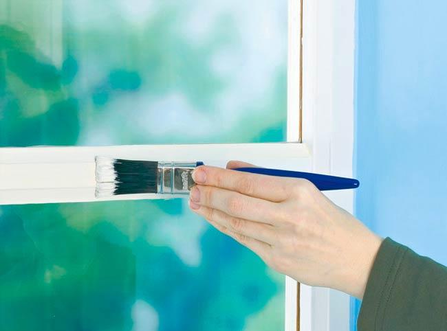Покраска деревянной оконной рамы