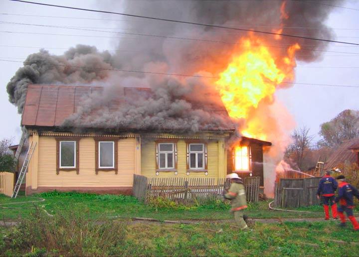 Тушение пожара в доме