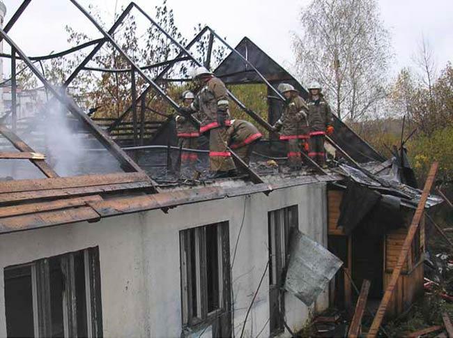 Частичное повреждение дома в следствие пожара