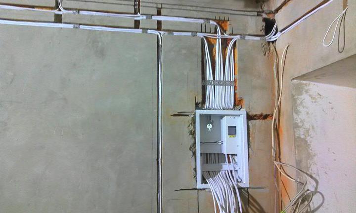 Разводка проводов на свет и выключатель