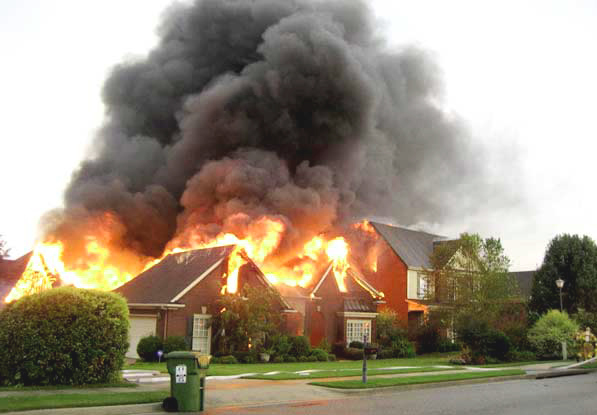 Пожар после удара молнии
