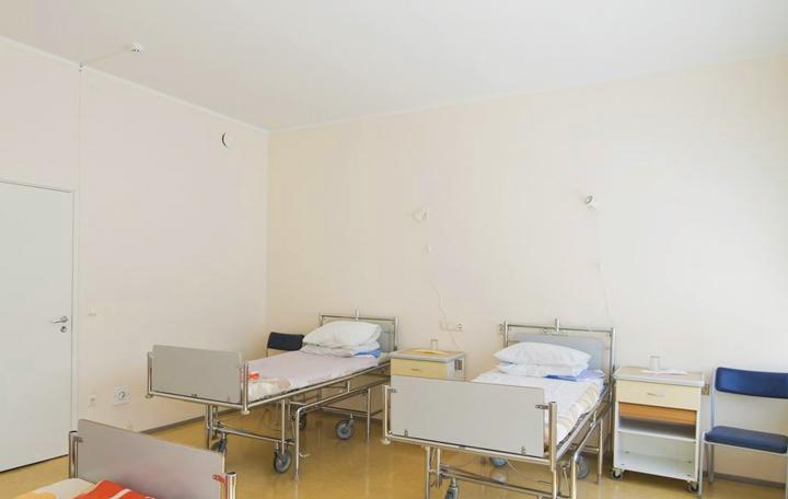 Тканевый потолок в больнице