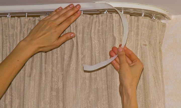 Липкая лента для потолочного карниза