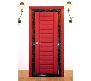 Красная дверь оббита дермантином