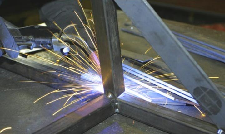 Инструменты, необходимые для изготовления металлической лестницы