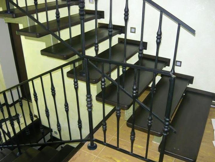 Материалы, необходимые при изготовлениии металлической лестницы