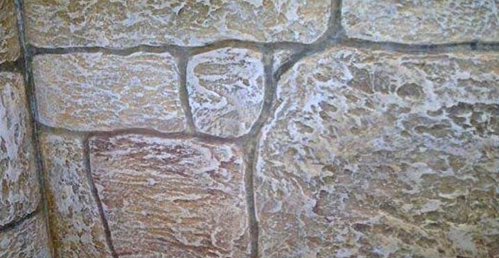 Рельефная штукатурка на стене