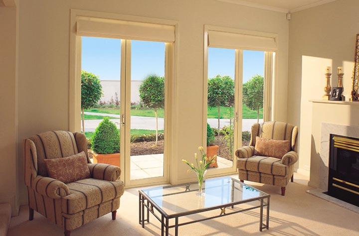 Французские окна лучше устанавливать с видом на парк или пруд