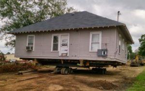 Дом переезжает