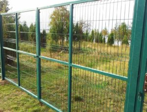 Забор из сетки рабицы своими руками фото