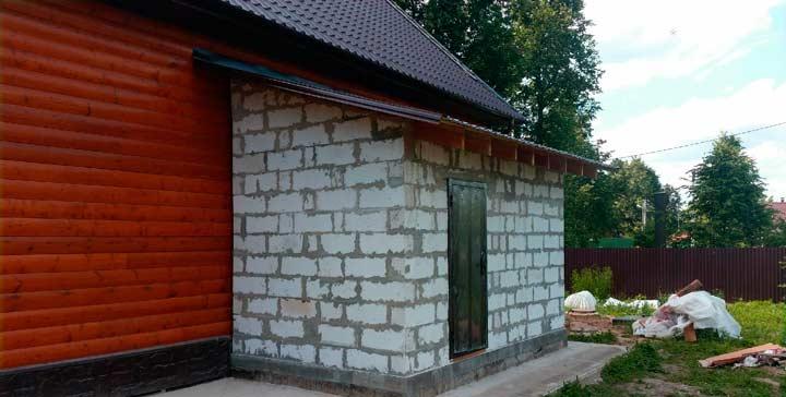 Кирпичный пристрой к деревянному дому