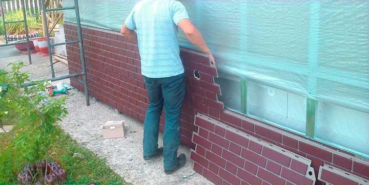величины фракций мозаики. Отделка фундамента дома пластиковыми панелями