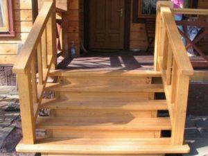Вид спереди лестницы для входа