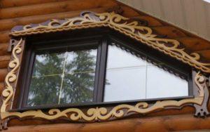 Нестандартное резное окно