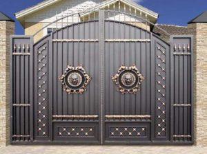 Интересные ворота для частного дома