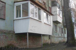 Балкон на столбиках