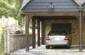 Под навесом гараж для дачи