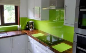 Фартук для кухни гланцевая зелень