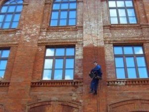 Как отмыть высолы с фасада
