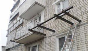 Каркас балкона у стены