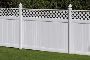 Белый забор из пластика