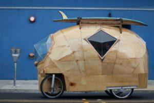 Симпатичный домик на колесах