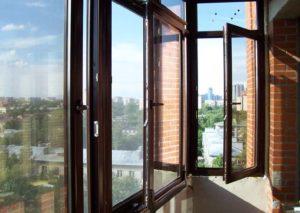 Окно из алюминиевой рамы на балконе