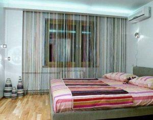 Штора из нитей в интерьере спальни