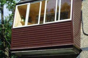 Обшитый балкон под профнастил