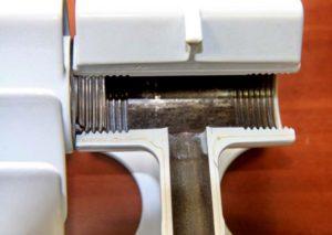 В середине биметаллический радиатор