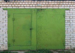 Покраска ворот гаража