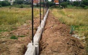 Конец работ по бетонированию столбов