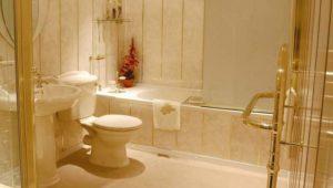 Золотой в интерьере туалета