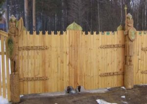 Ворота из дерева. Декор