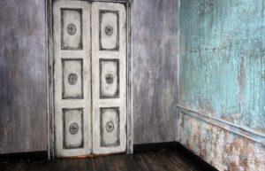Комната с декоративной штукатуркой деруфа