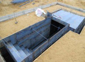 Вход в подвал при строительстве фундамента
