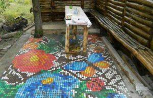 Пол с мозаикой из крышек