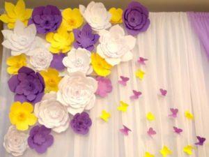 Цветы из бумаги на шторах