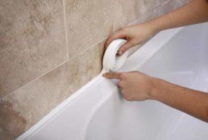 Швы между ванной и стеной
