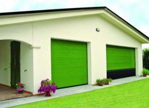Гаражные ворота цвета яркой зелени