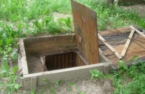 Обустройство земляного погреба снаружи