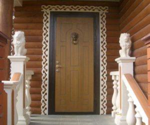 Деревянно-металическая дверь в частный дом